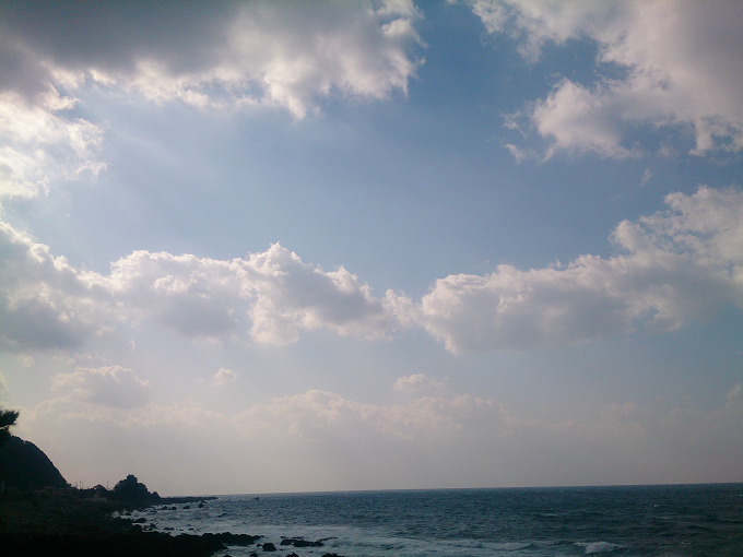 こうやって見ると、ドーナツみたいな雲~撮った時には気づかなかったけど