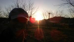 今朝の散歩途中~朝陽がまぶしい感じ