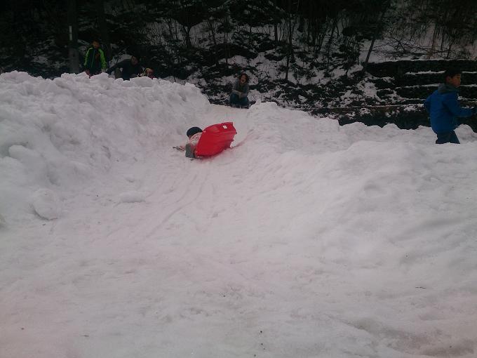 生まれた初めての雪そり遊び~先週末娘と一緒に