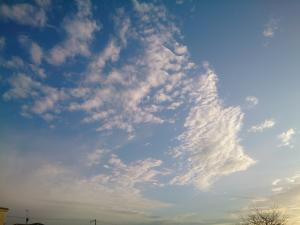 空を見てると、結構飽きないんですよね。最近ハマってます