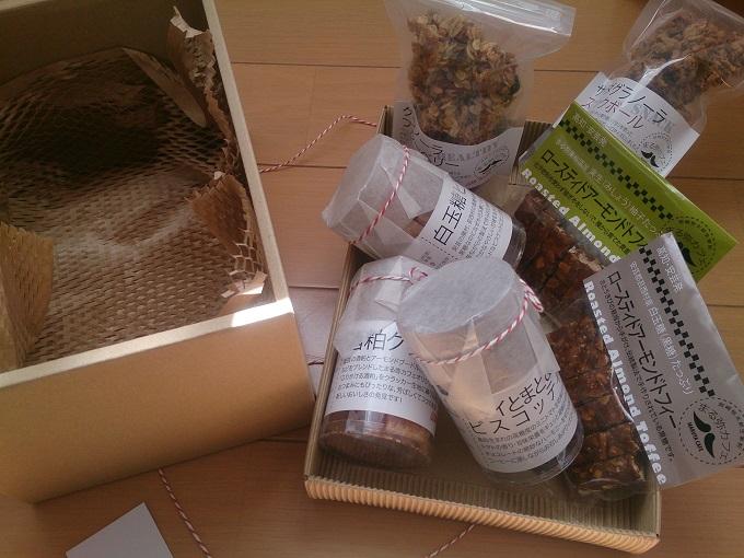 記念品として、高知県の特産品詰め合わせ(5,000円相当)をプレゼント←太っ腹でしょう!?(笑)