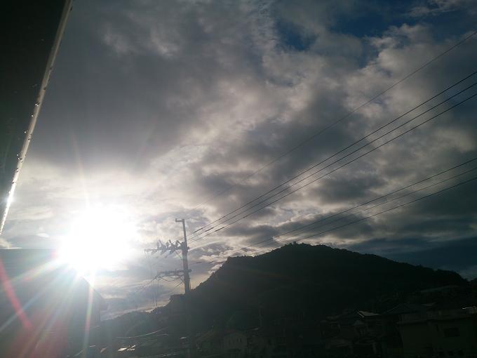 今朝の高知は、まだ陽も出てる
