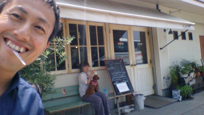 淡路島で食べたアイスクリーム「G・エルム」さんの前で