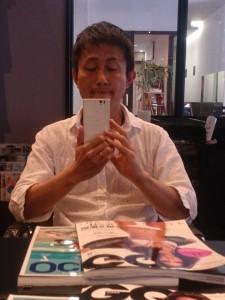 こちらは、これから僕が美容院さんで男前にしてもらう様子
