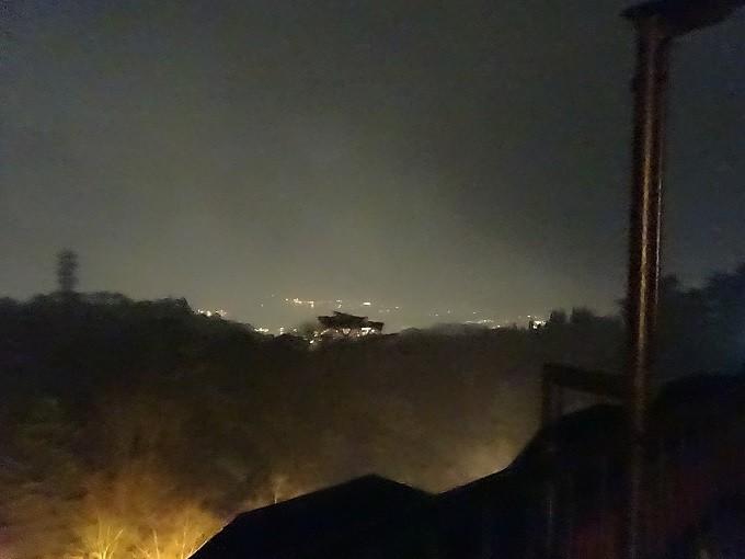 六甲からの1,000万ドルの夜景~雨の日でぜんぜん視えない。100ドルくらいだろうか(涙)