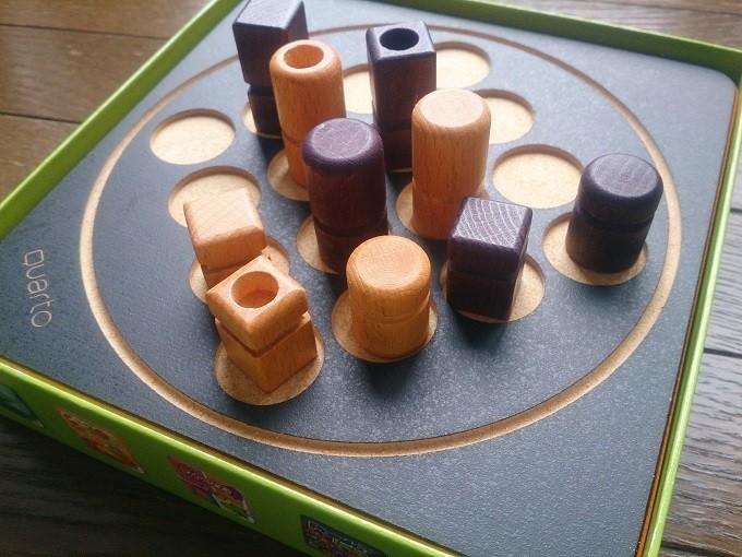 Quartoというボードゲーム。思考を柔軟にするオモチャとして教育機関でも評価されているそう。