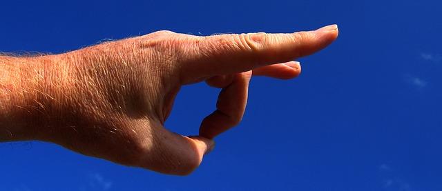 hand-408152_640